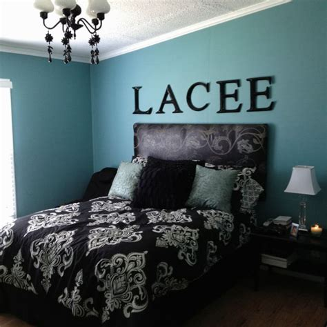 blue black and white bedroom black white and turquoise bedroom is loving blue lately this would be awesome