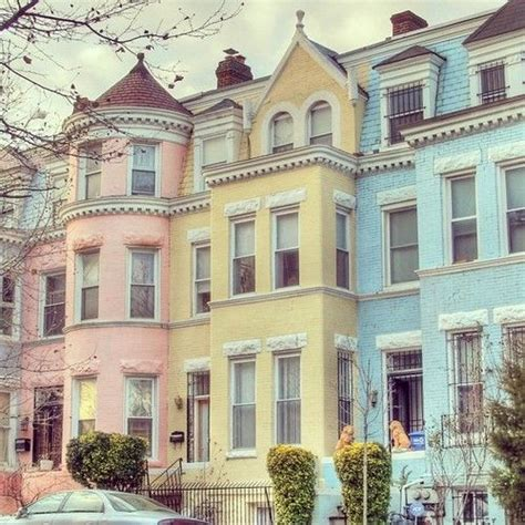 charleston row houses style pastel homes reminds me of rainbow row in