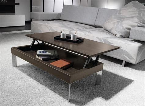 entre el sofa  el mueble  la television  se