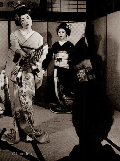 shirley maclaine transforms into a geisha 1961 glamourdaze
