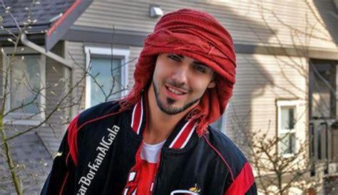 Foto foto Omar Borkan, Pria Tampan Yang Di Usir dari Arab