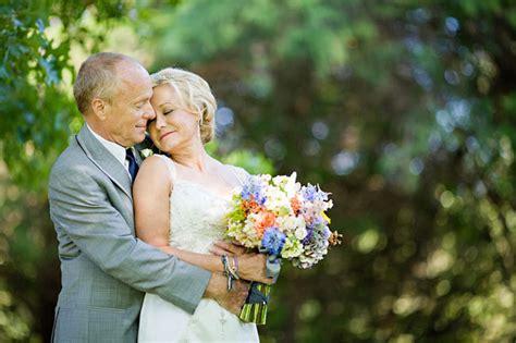 couple explains story behind wedding bouquet photo that an outdoor nashville wedding