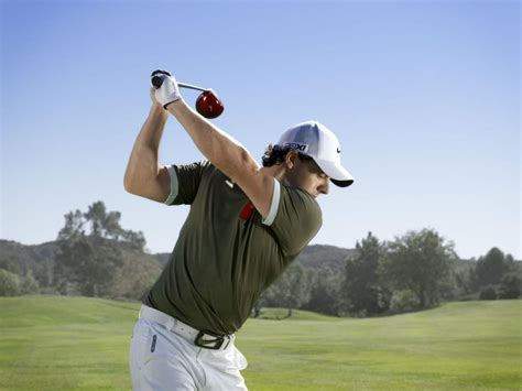 nike swing tips it s official rory mcilroy signs with nike golf bunkers