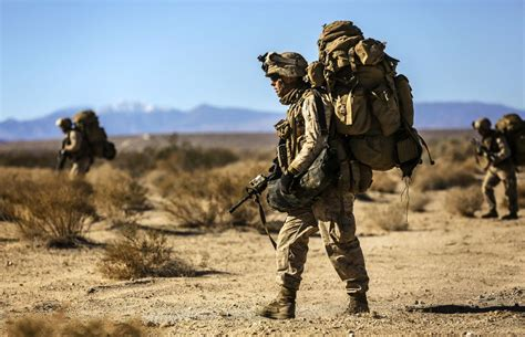 what do marines carry in their packs 39 awesome photos of in the us marine corps infantry