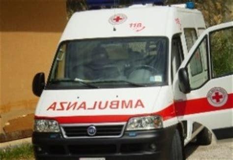 delega ufficio postale pensione ritirata in ambulanza a 88 anni poste non