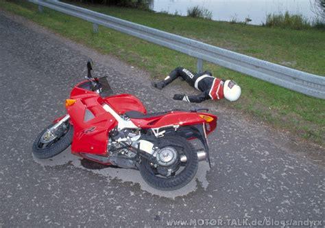Aufkleber Helm Nicht Abnehmen by Motorrad Gt Nach Unfall Den Helm Abnehmen Oder Nicht