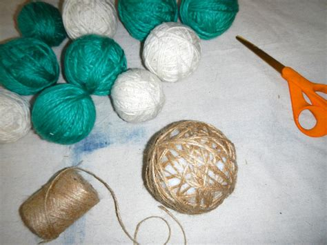 diy yarn how to make a yarn wreath how tos diy