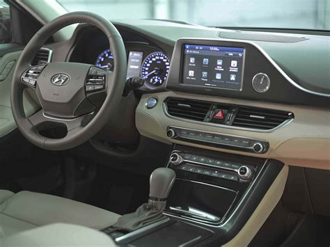 all new azera 2018 all new 2018 hyundai azera launched in the middle east