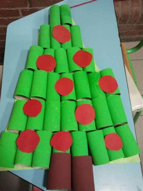 arbol de navidad con rollos de papel higienico el de nuestra biblio 193 rbol de navidad con rollos de