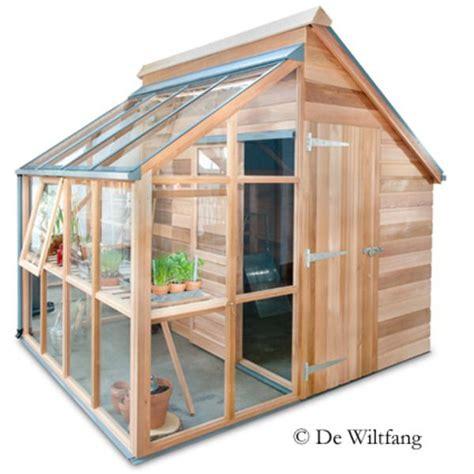 wiltfang verkoopt goede tuingereedschappen plantenkassen