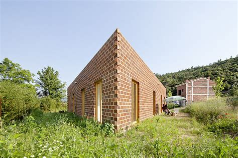 triangle shaped house design unique triangular house 712 by h arquitectes