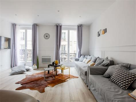 airbnb  lets  split  cost  group trips conde