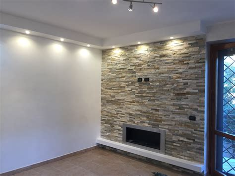 parete mensole mensole su parete in pietra mensole su parete in pietra