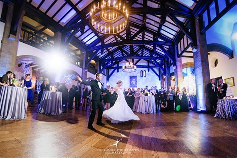Kelly and JP?s Winter Wonderland Wedding at Country Club