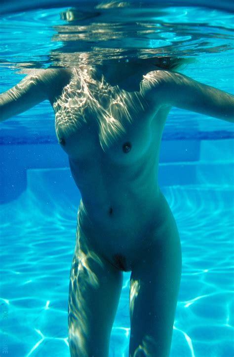 kumpulan foto cewek cewek cantik mandi telanjang