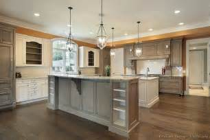 Two Tone Cabinets Kitchen Image From Http Www Kitchen Design Ideas Org Images Kitchen Cabinets Traditional Two Tone 158a
