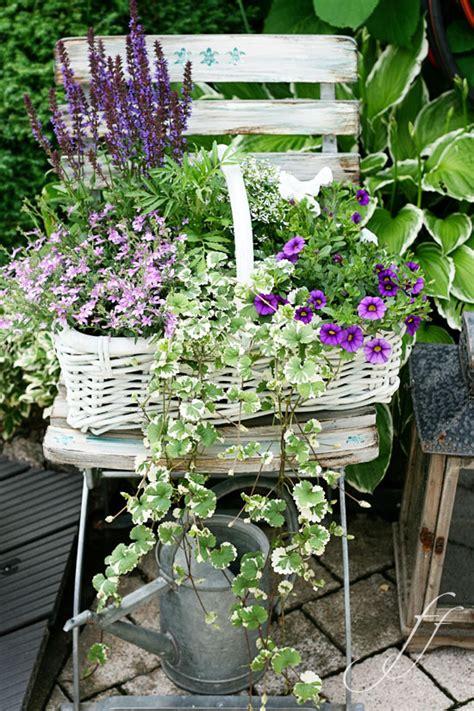 giardino shabby chic come riutilizzare vecchi pallets shabby chic in giardino