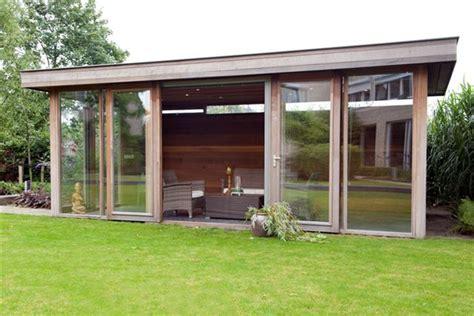 tuinhuis wit met grijze deuren a van spelde hoveniers moderne tuinhuizen overkappingen