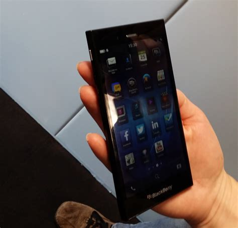 Handphone Blackberry Z3 Second Blackberry Announces Q20 And Z3 Smartphones Arriving This Year