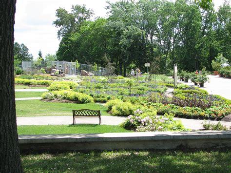 fontaine jardin file jardin de la fontaine 02 jardin zoologique de 07 2005 jpg wikimedia commons