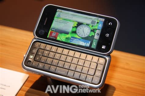 android flip phone usa motorola to showcase its android phone backflip with flip qwerty keyboard