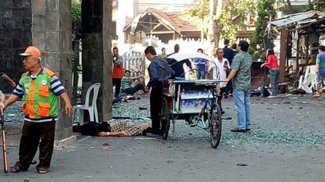 alibaba surabaya foto kekacauan setelah bom meledak di gereja di surabaya