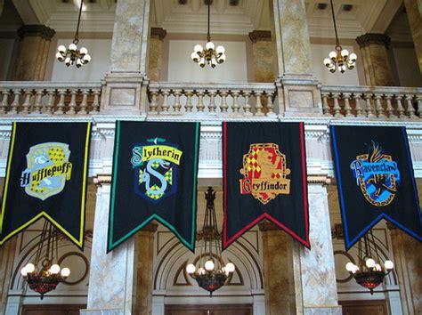 harry potter house pin hogwarts gryffindor logo on pinterest