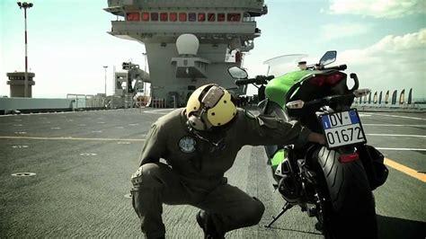 Motorrad Online Angel Gt by Video Pirelli Angel Gt Spot Mit Max Biaggi