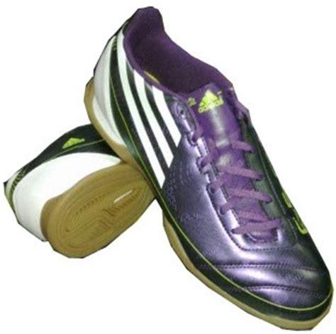 Sepatu Merk Cer kumpulan harga sepatu futsal adidas terbaru desembar 2013