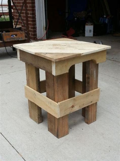 Pallet Side Table Some Useful Ideas On Reclaimed Diy Pallet End Tables And Furniture Diy Craft Ideas