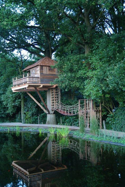 awesome treehouse  childhood dreams homemydesign