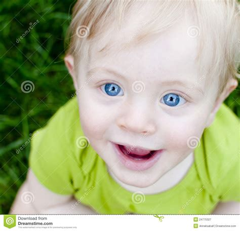 wann baby zähne bekommen neonato biondo felice immagine stock immagine di parco