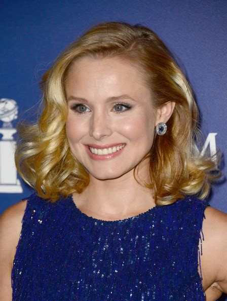 kristen bell medium straight cut edgy chic kristen bell kristen bell medium curls shoulder length hairstyles