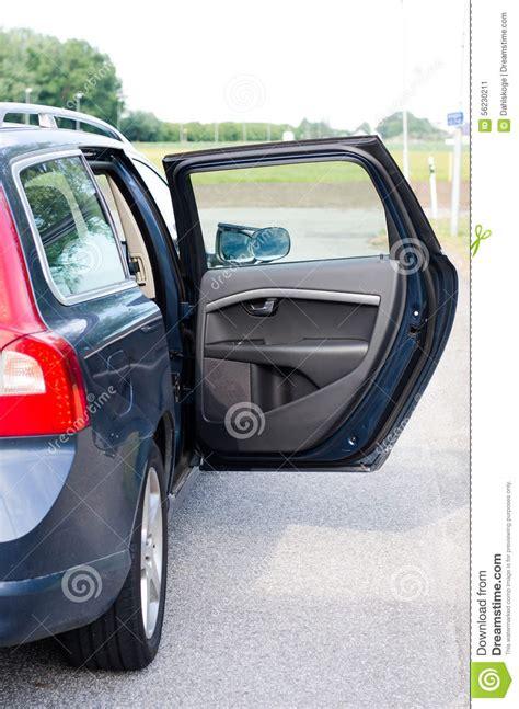 porte ouverte de voiture image stock image du avec bleu