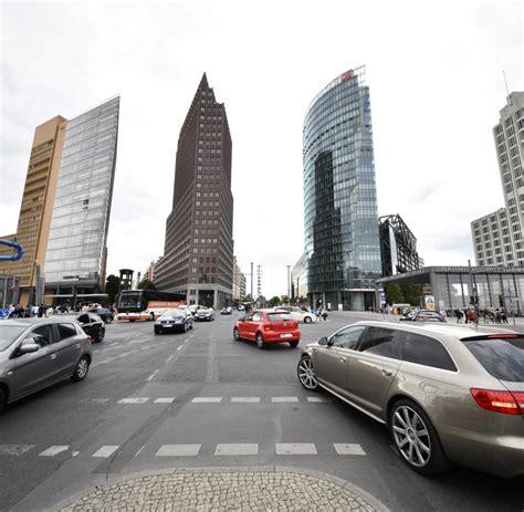 Auto Welt Berlin by Charlottenburg Auto In Berlin In Fu 223 G 228 Ngergruppe Gefahren