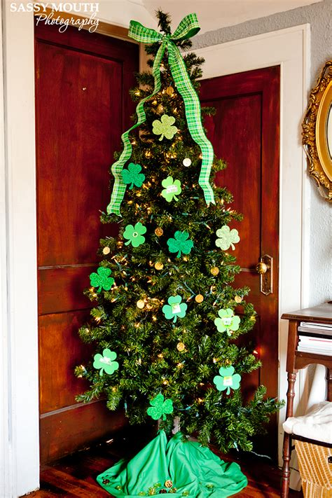 13 ways to leave your christmas tree up all year long