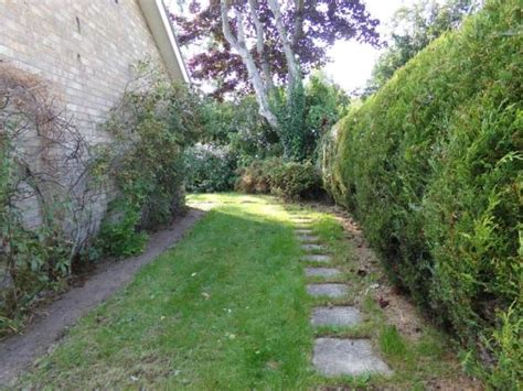 bedroom detached bungalow  sale  beeston regis