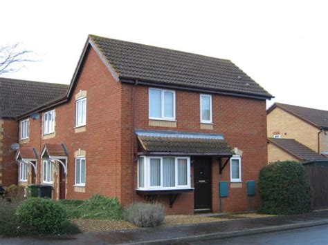 2 Bedroom House With Garage To Rent In Brton