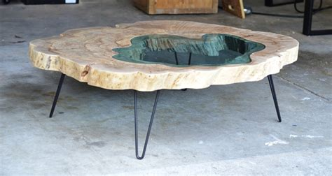 Topography Coffee Table artista cria mesas artesanais com rios fluindo no interior