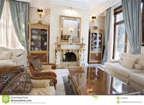 bilder eines wohnzimmers innenraum eines wohnzimmers mit kamin im luxuslandhaus