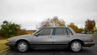 1990 Pontiac Bonneville 1990 Pontiac Bonneville Image 9