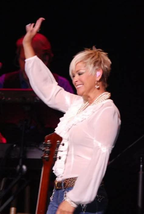 country singer cut hair short the lovely lorrie morgan i think the short hair style