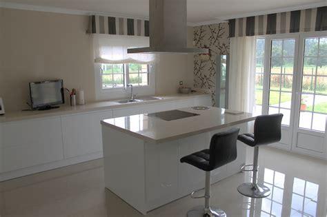 cocina central una cocina con isla central que crea nuevos espacios