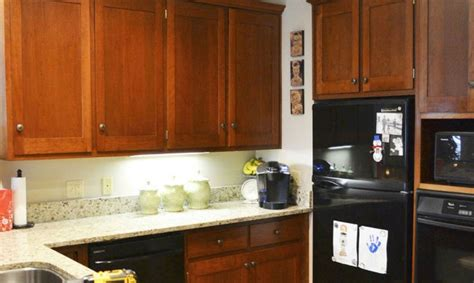 painting kitchen cabinets 11 must know tips don t paint your cabinets before you see these 11 tips