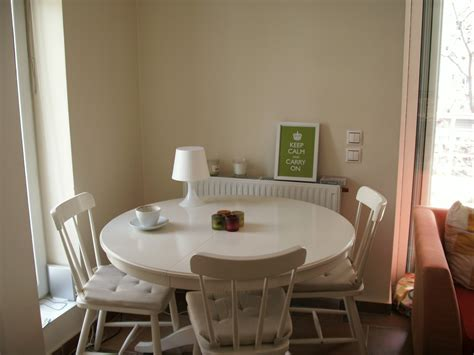 Beautiful White Round Kitchen Table and Chairs   HomesFeed