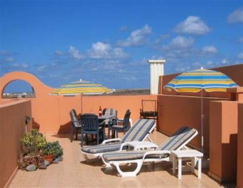 two bedroom first floor apartment with roof terrace 2 bedroom apartment near the beach in la oliva 8147589