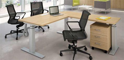 scrivania regolabile in altezza mobili ufficio scrivanie scrivanie regolabili in