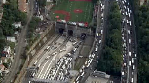 how is the lincoln tunnel car causes midday gridlock at lincoln tunnel new