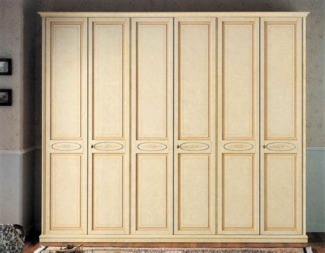 immagini armadi armadio classico di lusso laccato con 6 ante idfdesign