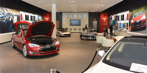 tesla dealership tesla motors and car dealerships clash again this time